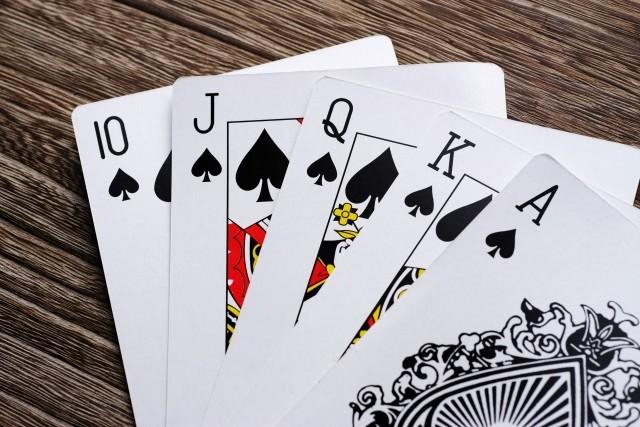 顔の筋力弱い「筋ジス」患者がポーカー王者と対決! 障害活かし勝負事に挑戦