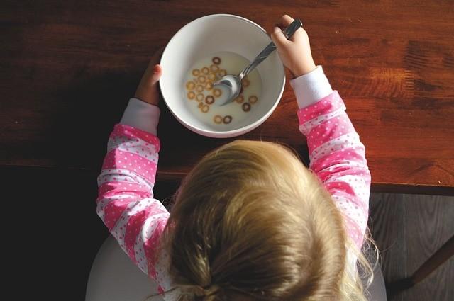 子供向け映画は不健康な食生活を推奨している? 野菜は嫌なものでお菓子は素晴らしいもの...
