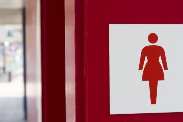 トイレ行列で「泣きそうな」女児に「お先にどうぞ」 後の人から「勝手に譲るな!」