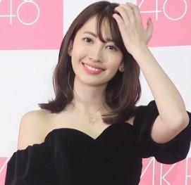 小嶋陽菜のハワイショットにファンメロメロ 「美少女感でてる」