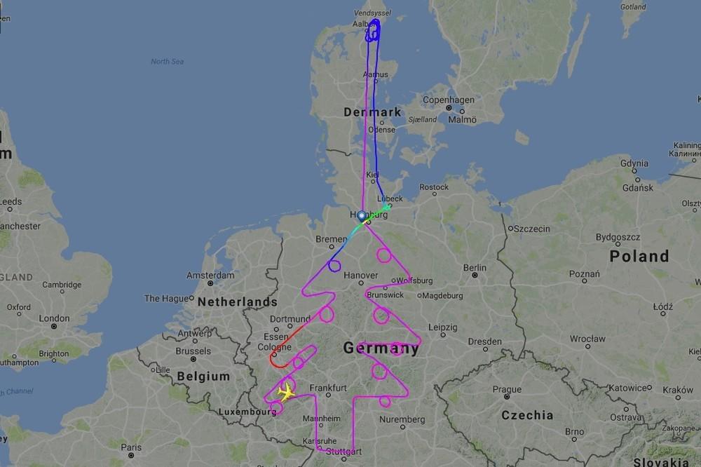 エアバス&ボーイングが試験飛行で「謎のルート」 経路表示サイトで見てみると...