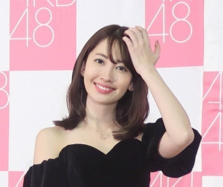 オールバック小嶋陽菜に「さすがモデル」 「北川景子かと」との声も