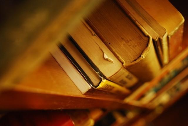 「古本屋に売る」は悪なのか? 「著者のためには捨てるべき」説に議論百出