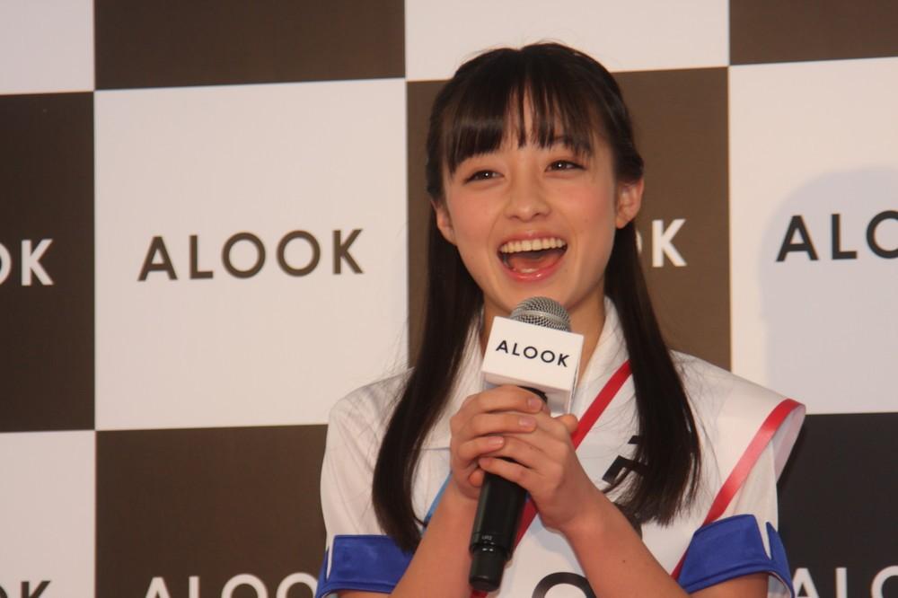橋本環奈の「朝」グラビアにファン複雑 「顔だけで充分美しいから...」