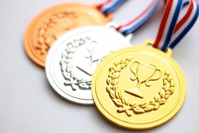 五輪メダル、勝手に触るのは「失礼だ!」 安藤優子氏らキャスター陣に視聴者不満
