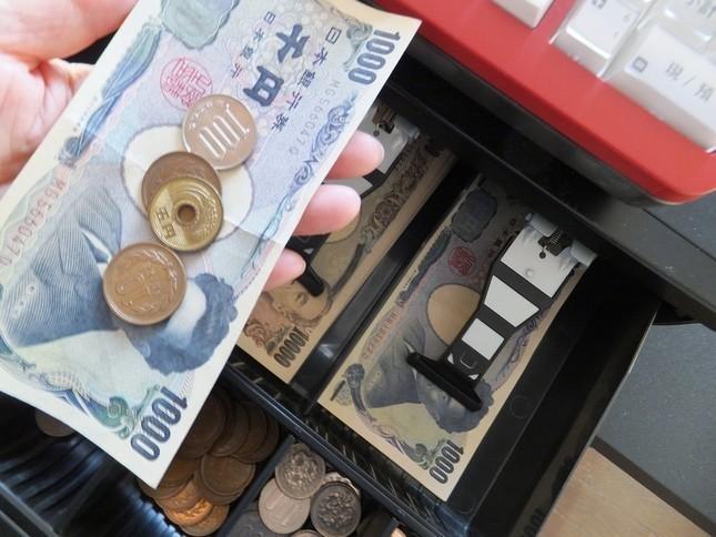 混雑レジでの小銭払いは「モラルない」? あびる優の持論に賛否両論
