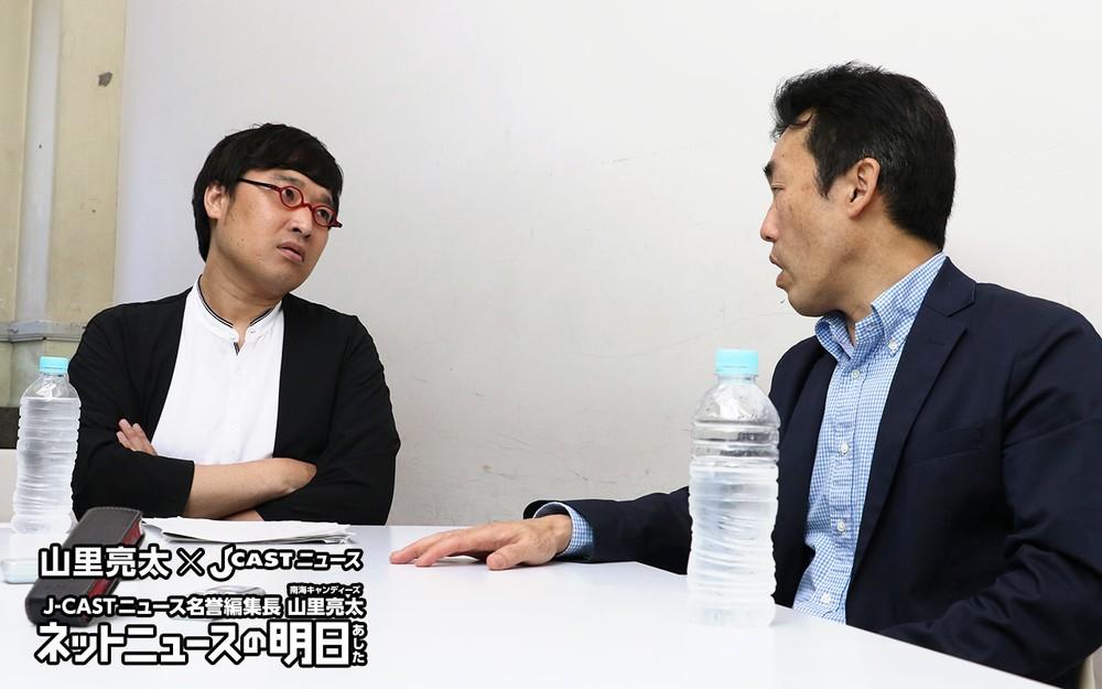 J-CASTニュース名誉編集長・山里亮太(南海キャンディーズ)(左)、高英起(コウ・ヨンギ)さん