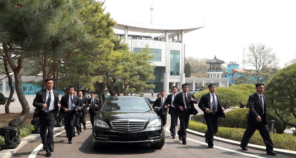 北朝鮮「12人組」、また走る? シンガポールでも「正恩車」警護か