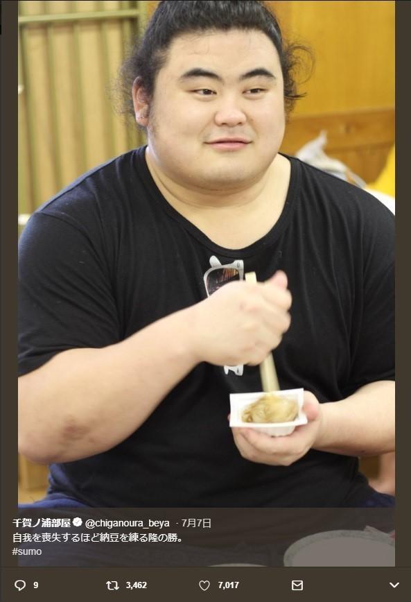 「ジワジワくる」ひたすら納豆をかき混ぜる力士・隆の勝に反響