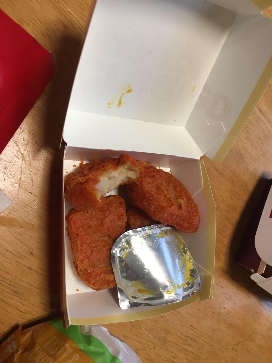 完全に食べかけの状態だ。写真はロココ・ネココ(@kokorokmn_spl)さん提供