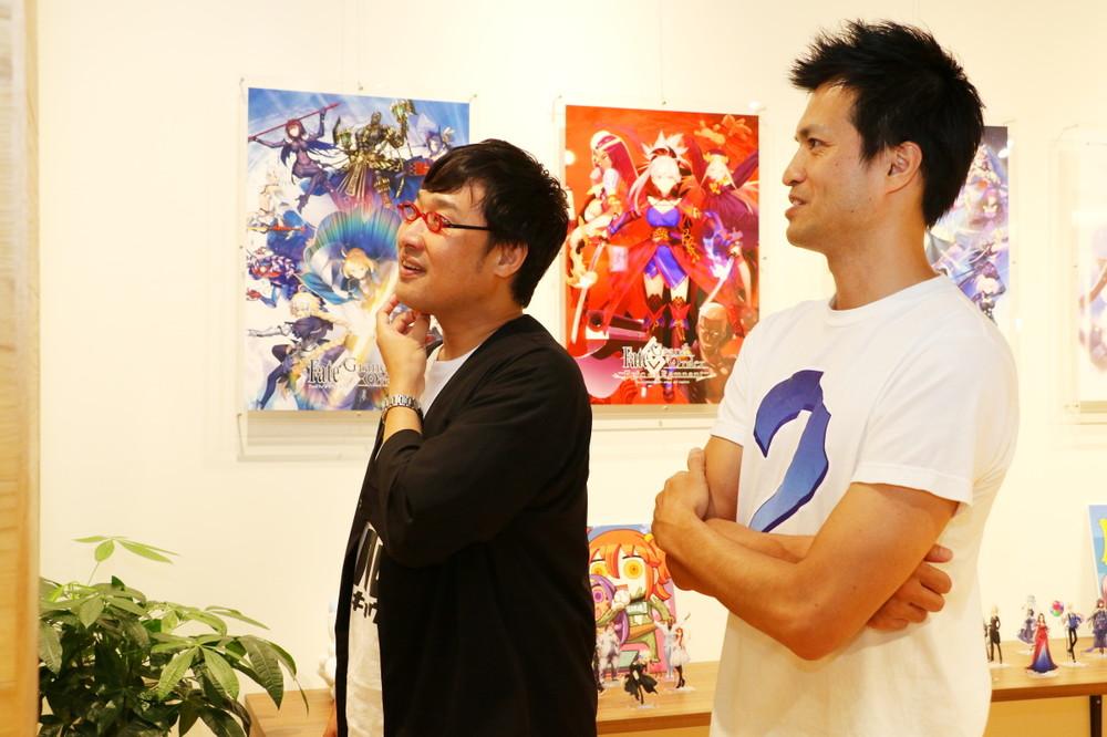 「Fate/Grand Order」の制作会社、ディライトワークスで取材するJ-CASTニュース名誉編集長、山里亮太(南海キャンディーズ)(左)