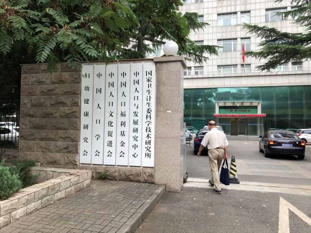 中国人が直面する「交配」と「納税」義務  猫の目「出産政策」の重圧