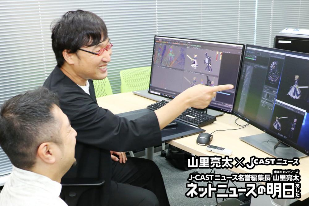 ディライトワークスの開発フロアにて。J-CASTニュース名誉編集長の山里亮太(南海キャンディーズ)(奥)