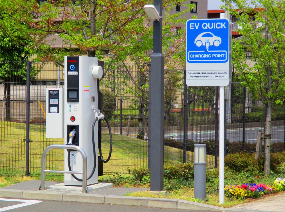 日本と中国が手を結んだ 「EV急速充電器」に起きているコト