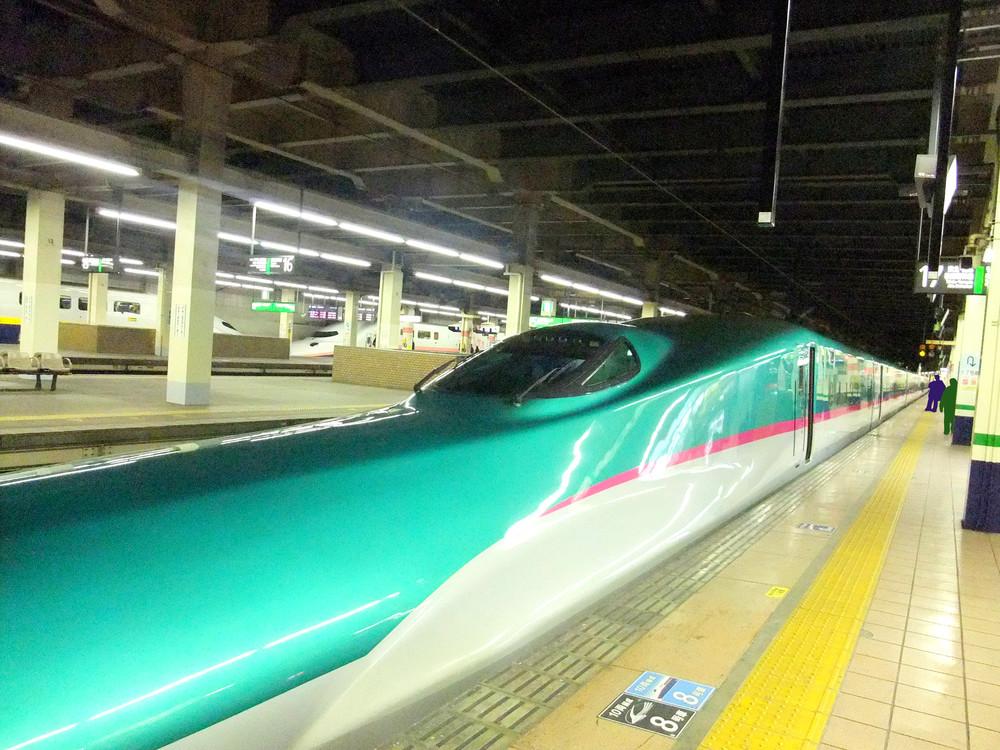 キンプリ乗車の新幹線にファン殺到 窓に張り付き仙台駅で遅延騒ぎ