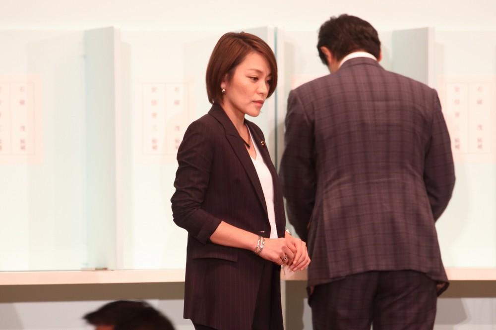 「『マスオ(さん)状態』は事実と異なる」今井絵理子議員、橋本元市議と交際認めつつ反論