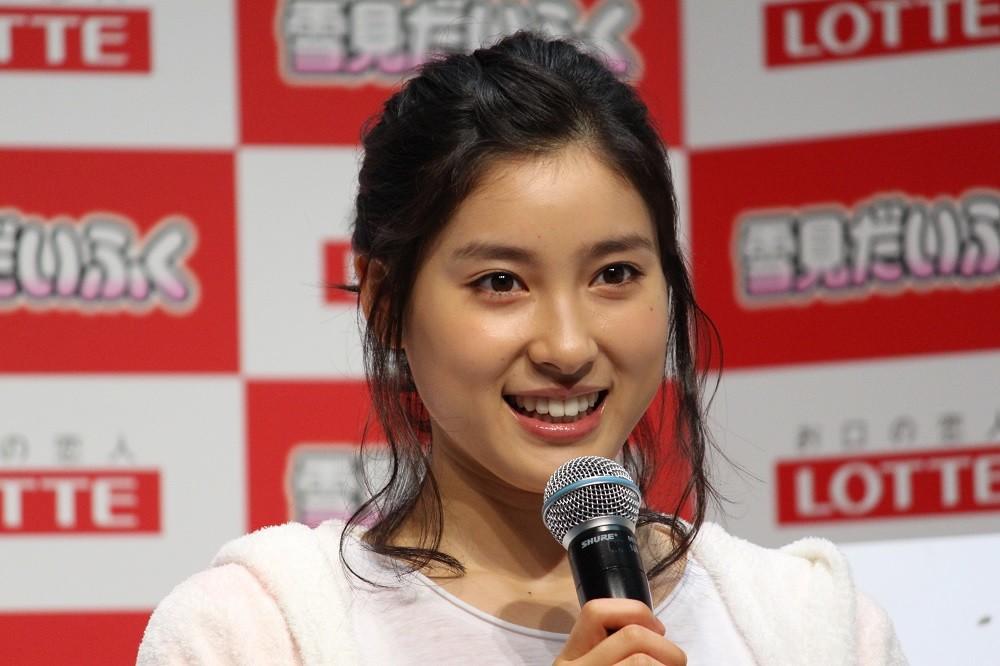 土屋太鳳、ぴっちりセーター姿に「体の線が綺麗すぎ」 3歳から学ぶ「日本舞踊」効果も?