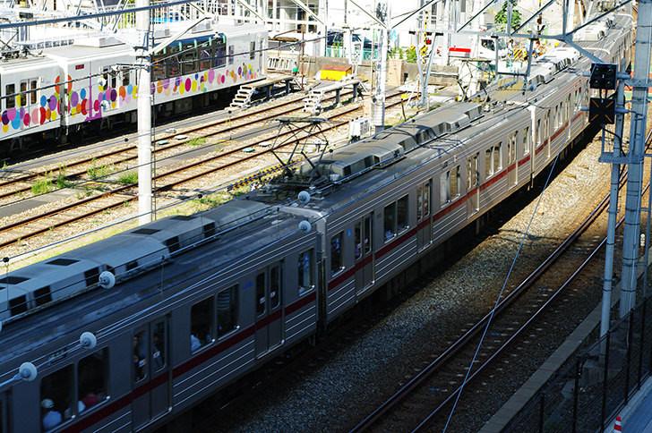 全裸男が電車内をスタスタ 草加駅で車掌が確保→警察へ引き渡し