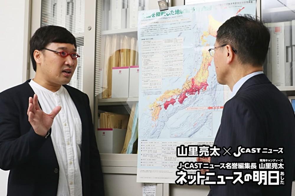 J-CASTニュース名誉編集長の山里亮太(左)