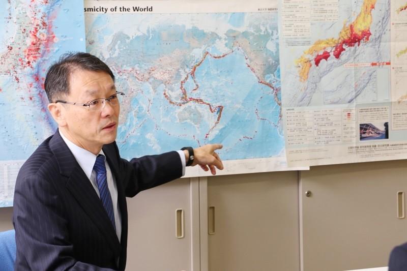 過去に起きた地震を示す地図。日本列島にはたくさんの印が......