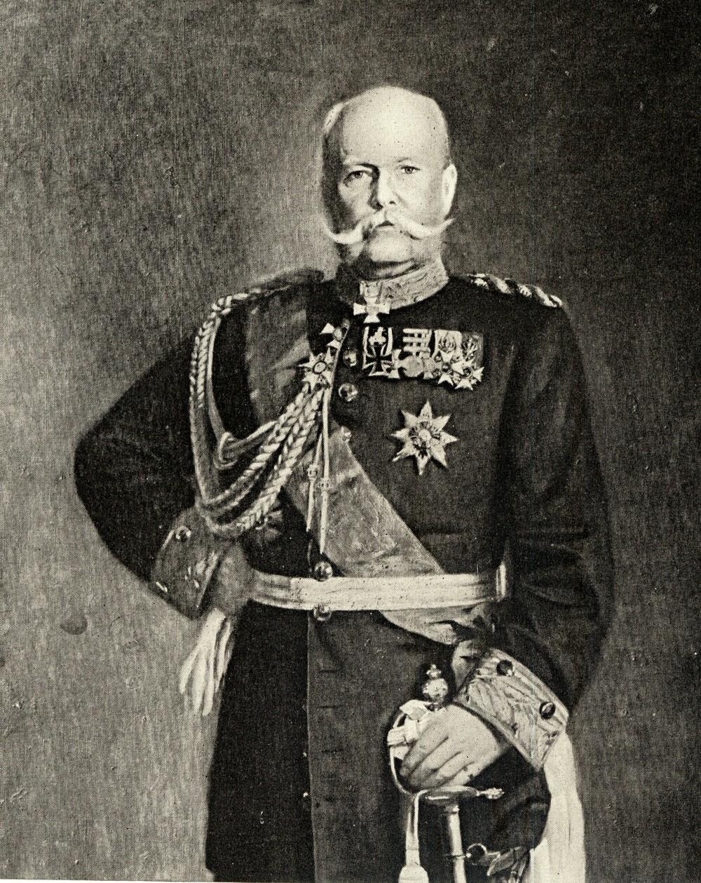 ロイセン(ドイツ)から招いたメッケルの軍事学が、近代日本の軍事学の基礎になった