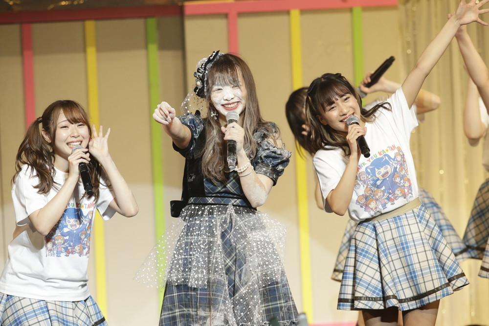 卒業コンサートの最後で粉まみれになるSKE48の松村香織さん (c)AKS