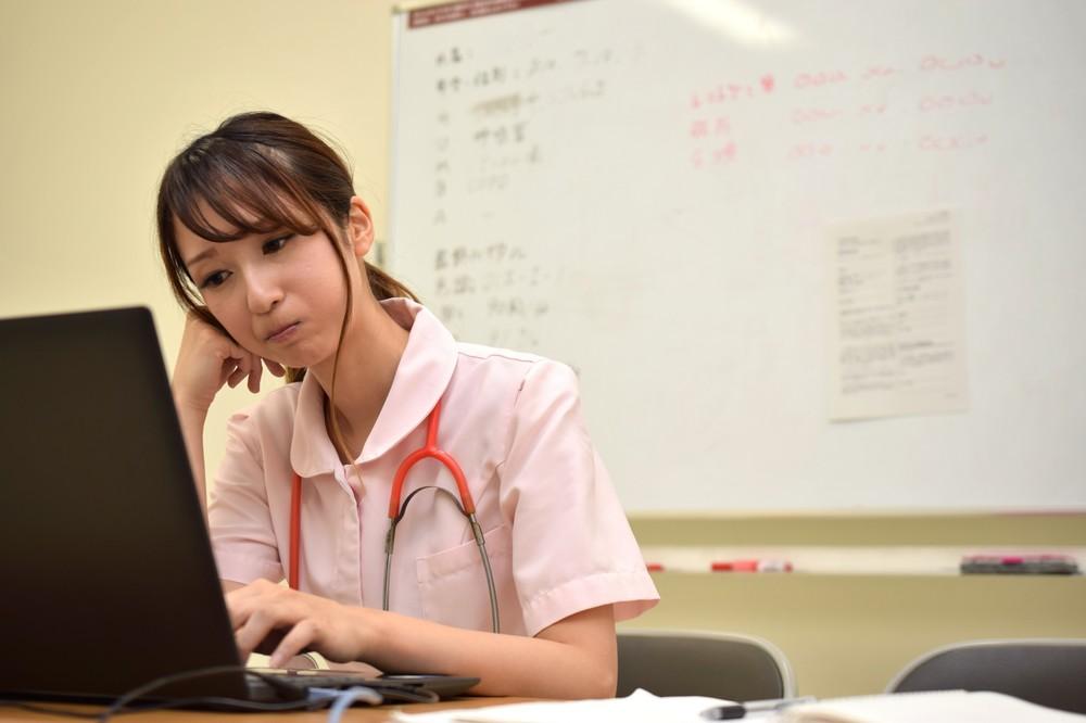 看護師国家試験、「不適切問題」が11問? 予備校は「チェックの甘さ」を指摘