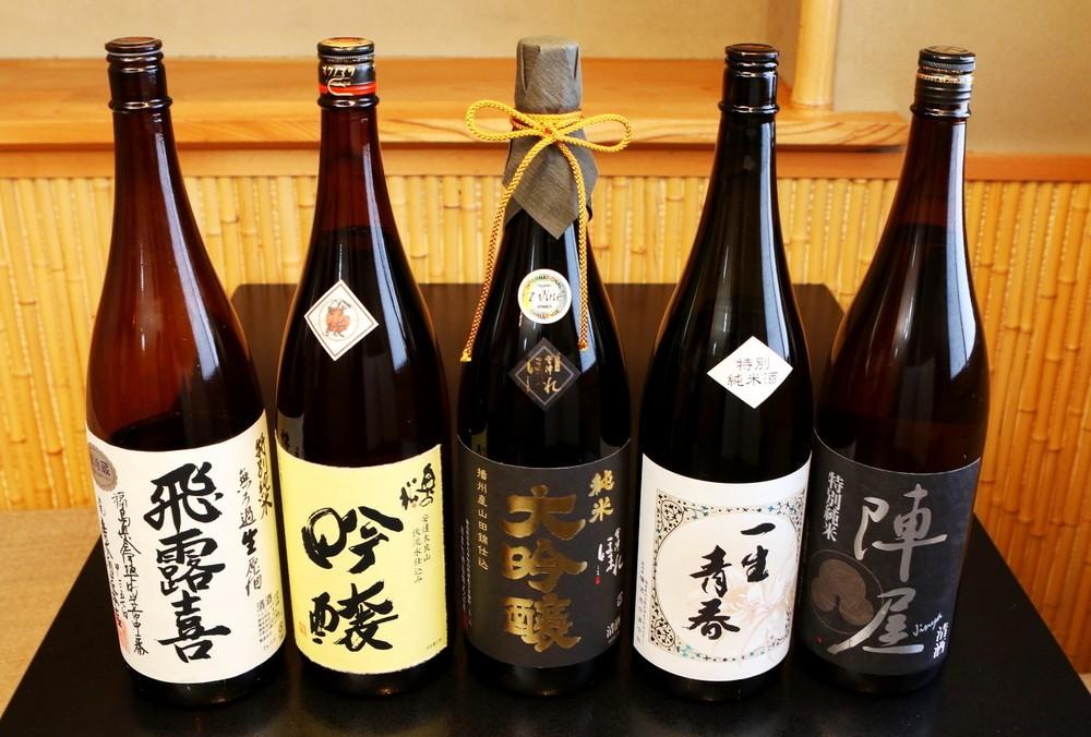 店長自慢の福島の日本酒。真ん中は2015年インターナショナルワインチャレンジでチャンピオン輝いた「会津ほまれ」醸造の播州山田錦純米大吟醸