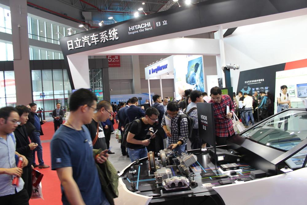 減速中国市場で日本車健闘 元気な「部品」が支える構図