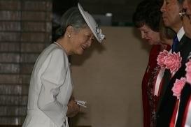 ご婚約発表の日の美智子さま 記者はご実家の中からお見送りした 元「お妃選び班記者」の取材ノートから(10)