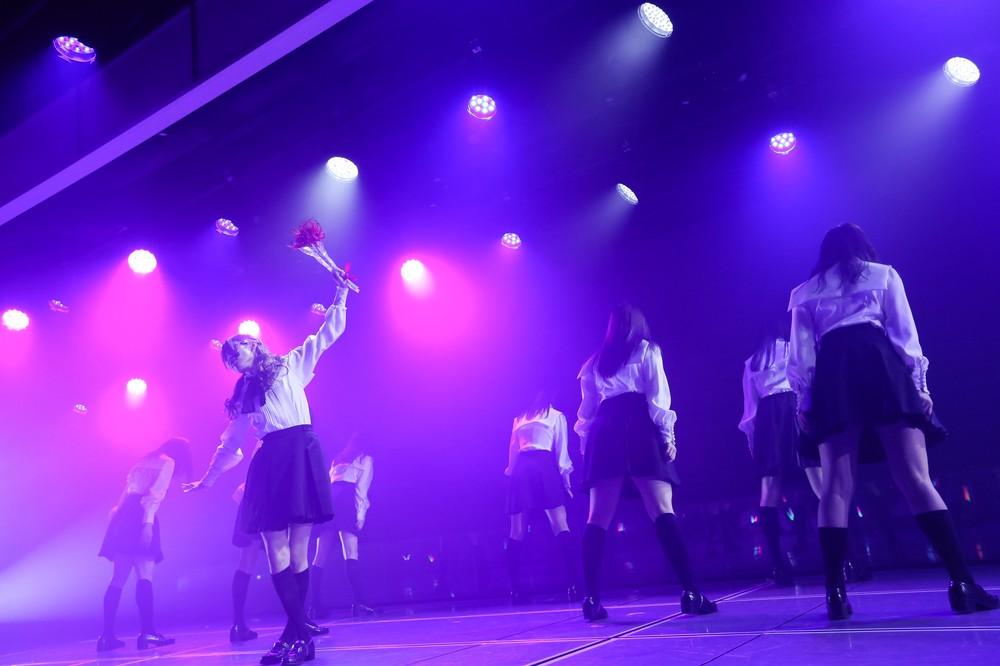 山口真帆さんらの卒業公演では欅坂46の「黒い羊」も披露された(c)AKS