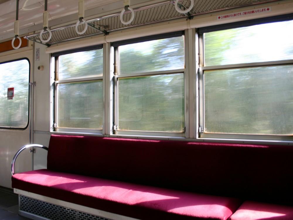 「電車の座席、1800円で売ります」 メルカリで「場所取り」出品の非常識...運営の対応は?