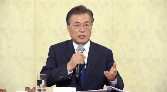 日韓会談見送りで文大統領「逆ギレ」 NHKは「責任転嫁」と論評