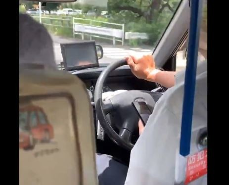 タクシー走行中に、運転手がスマホを見始めた... 「いい加減にしてくれ」乗客が動画公開→会社側が謝罪