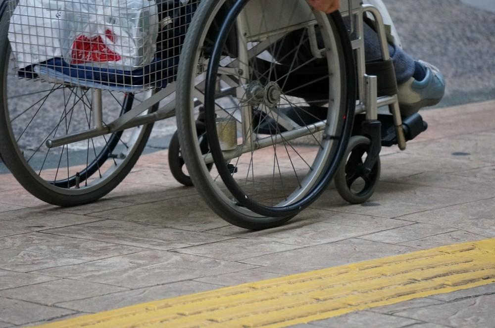 車いすユーザーの男性が路線バスに乗車できなかった(写真はイメージです)