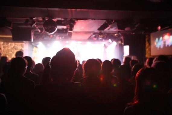 ライブに行くためのチケットも、電子化で楽しみの一つとなるか(写真はイメージ)