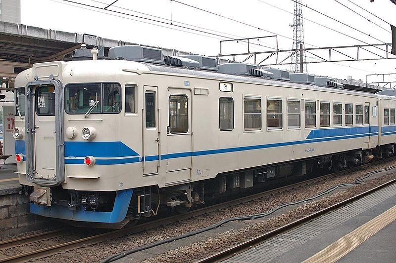 日本に2両だけ残った急行型電車の1両のクハ455 701(写真は旧塗装 Wikimedia Commonsより)