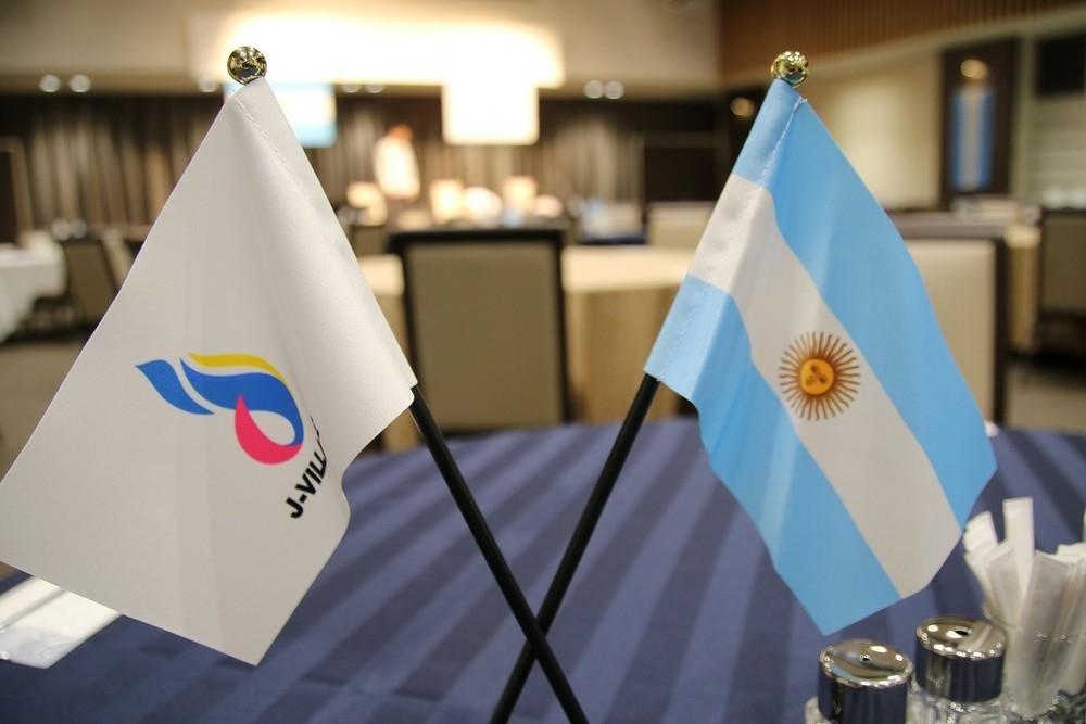 アルゼンチンは福島の復興を支援している(Jヴィレッジで)