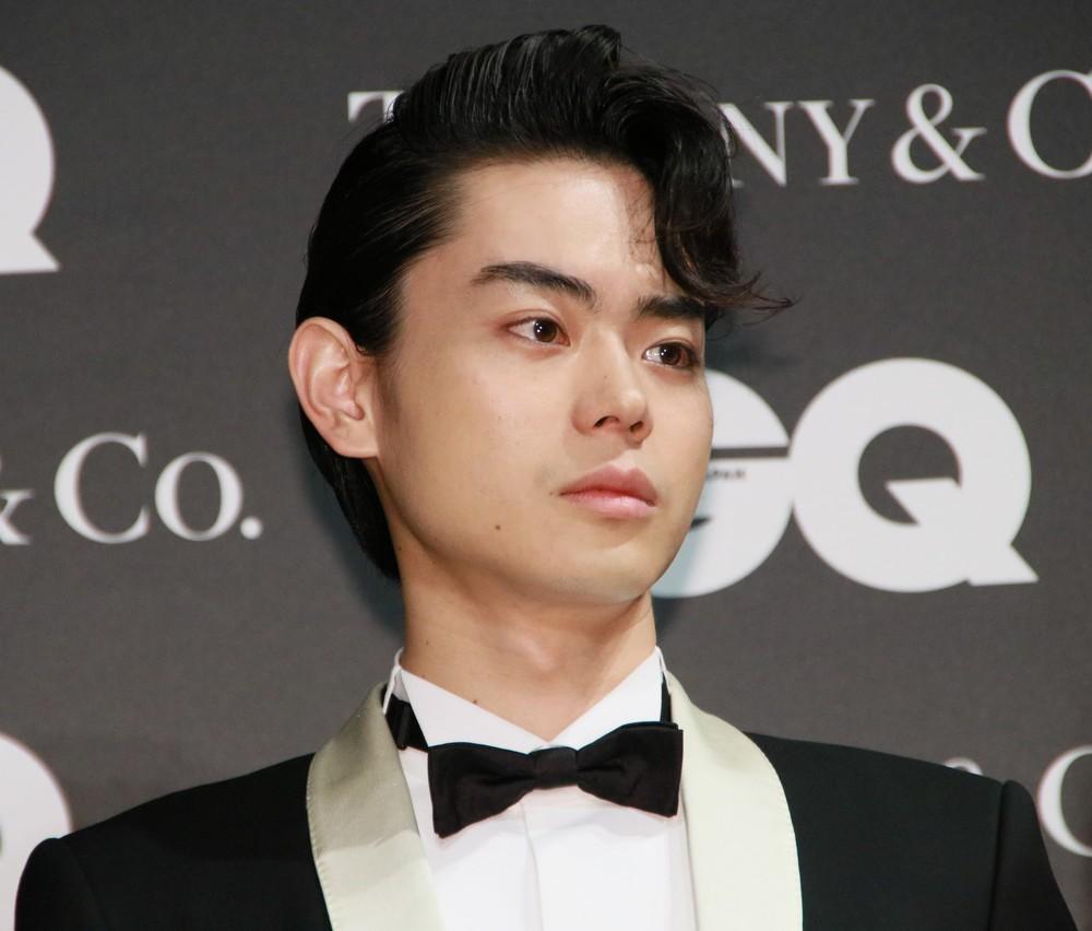 菅田将暉の主演舞台で「スマホアラーム」「何かが光ってる」 マナー違反相次ぎ、主催者が対応強化
