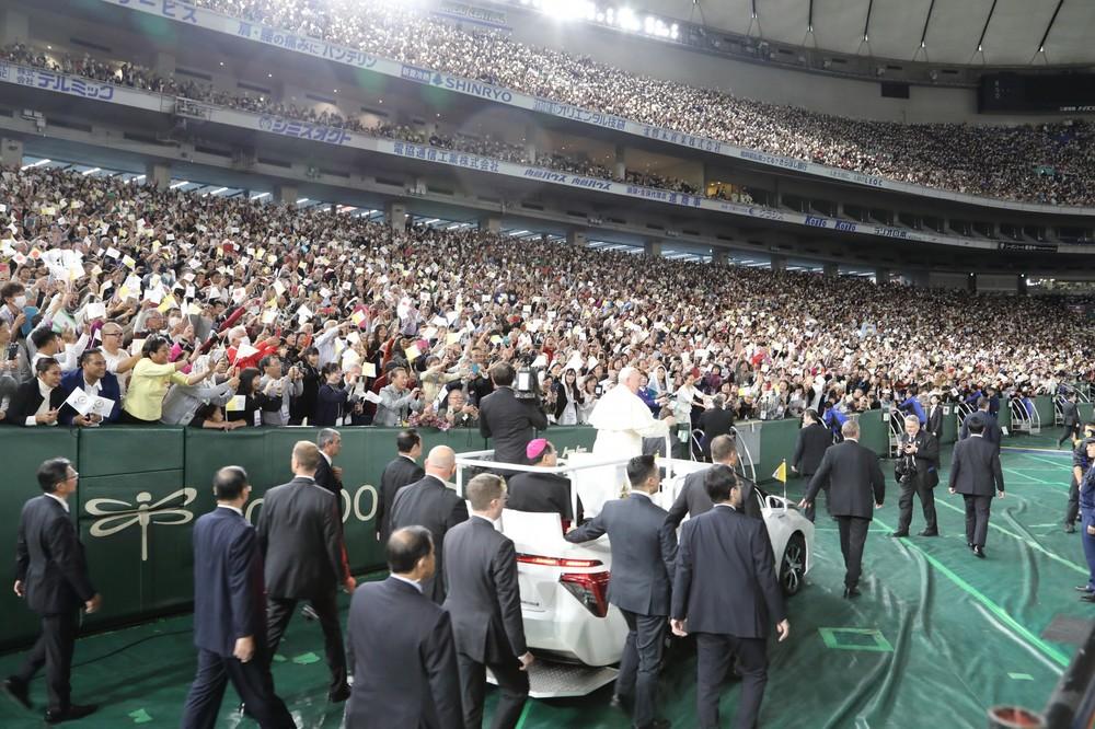 東京ドームでのミサには5万人が参列した