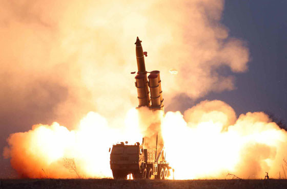 安倍首相は「隅々何一つ欠かない完璧な馬鹿」 北朝鮮談話、「弾道ミサイル」めぐり過激化