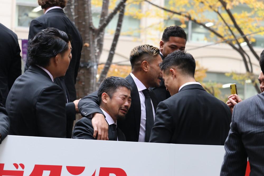 ラグビー日本代表パレード現場が「ONE TEAM」に 普段は場所の取り合いの報道陣も...
