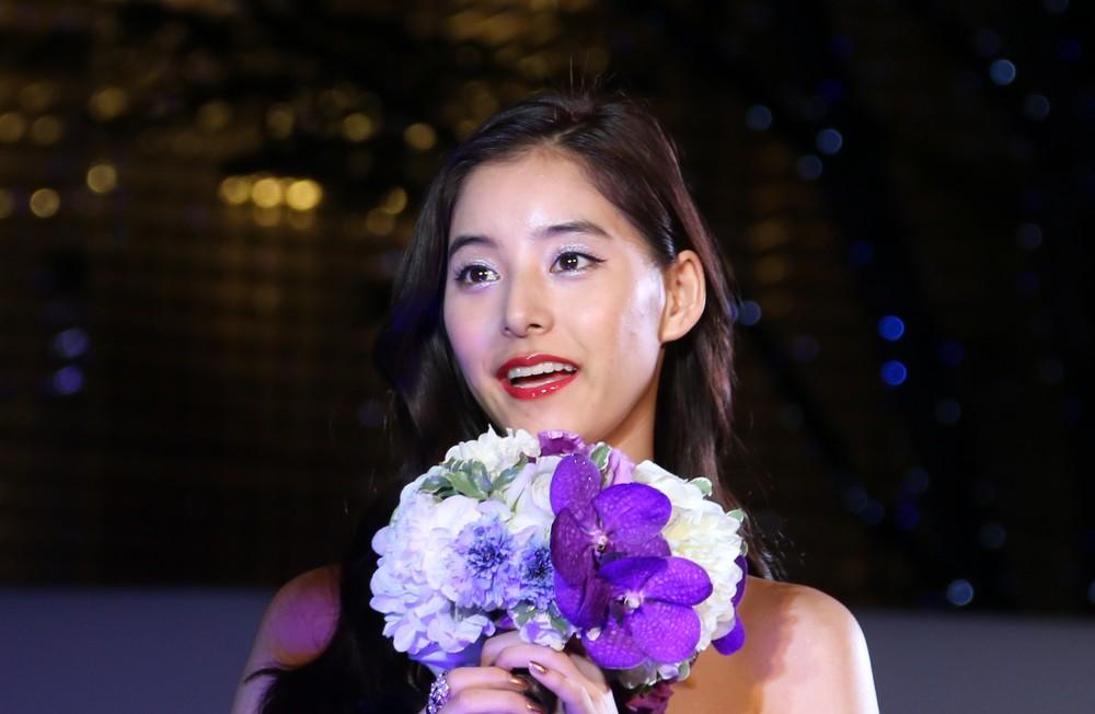 新木優子さん。小顔ぶりに注目