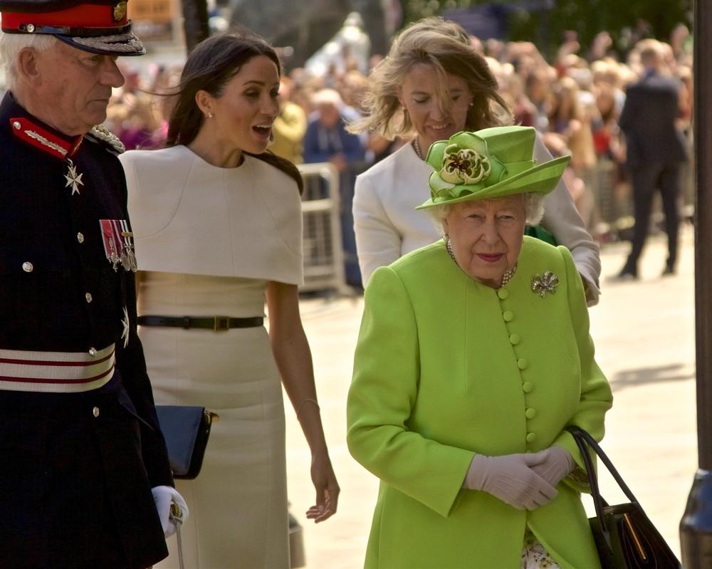 英女王・エリザベス2世と行動を共にするメーガン妃