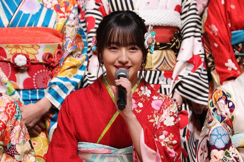 HKT48の田島芽瑠さん。指原莉乃さんからは「自分では行けないような額」の小顔サロンでの施術をプレゼントされた