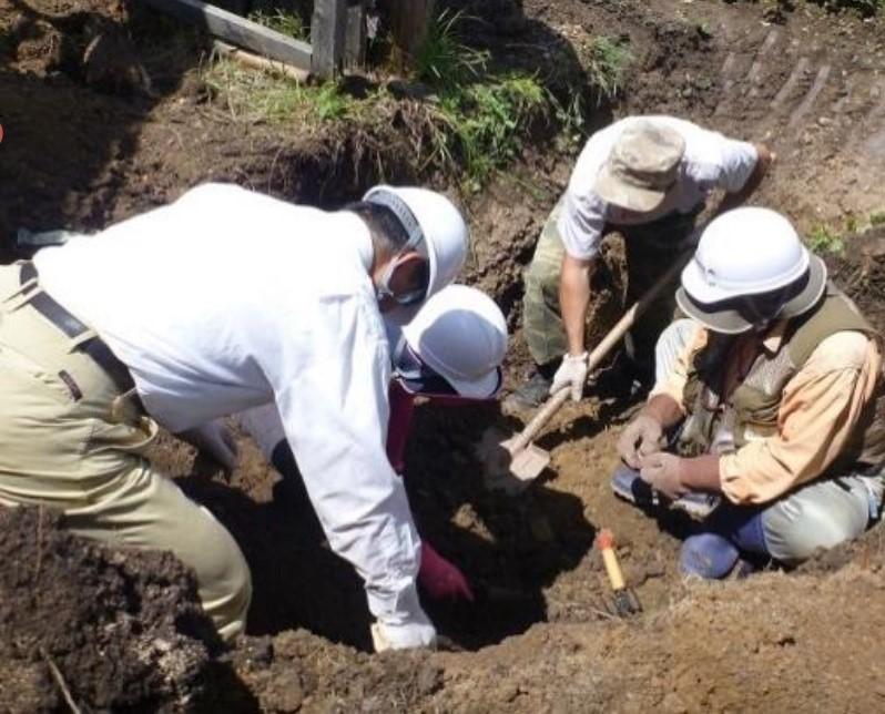 厚労省の資料に掲載されている、ロシアでの遺骨収集の様子。その成果が強調されるが...(「援護行政の概要」より)