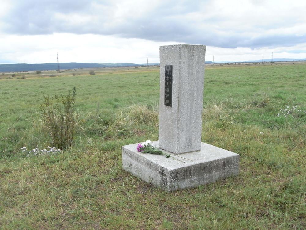 (上)でも触れた、第4865特別病院・第2墓地(埋葬者数270、遺骨未収容。2016年9月)。1.2メートルほどの高さの墓標が立つ。簡素ではあるが、せめてこうした墓標があれば、というのが筆者の願いだ。