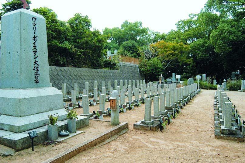 愛媛県松山市の「ロシア兵墓地」。地元の人々による清掃活動が続けられている(いよ観ネットより)