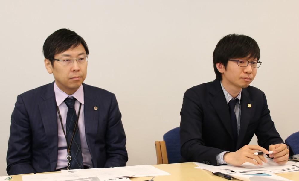 代理人の佐々木亮弁護士(左)と市橋耕太弁護士(右)