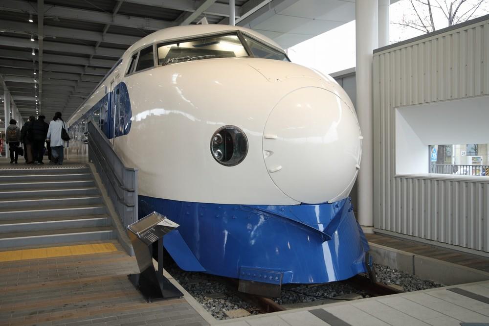 新幹線の0系車両。1964年にデビューし、2008年まで営業運転を続けた